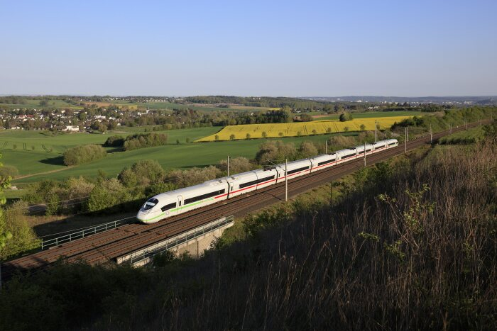 DB178792 ICE 3 along the Cologne-Frankfurt high-speed railway